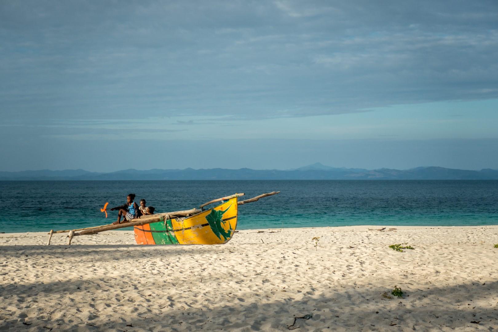 Pirogue sur une plage de Madagascar